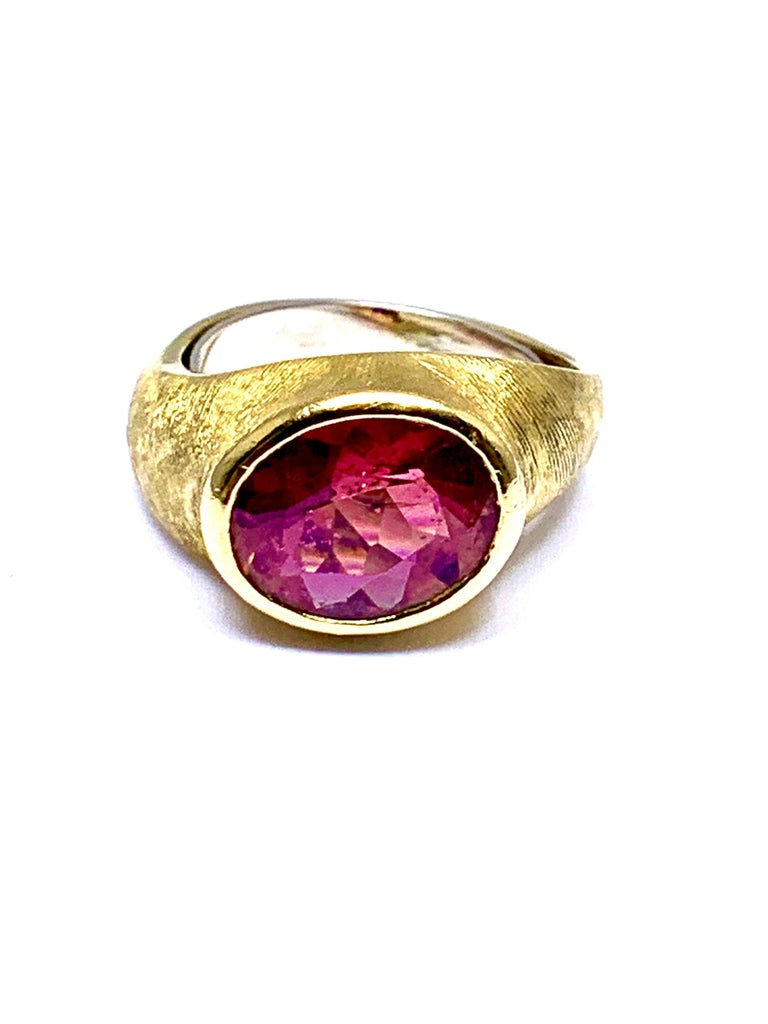 Retro Burle Marx 3.57 Carat Faceted Oval Pink Tourmaline and 18 Karat Yellow Gold Ring For Sale