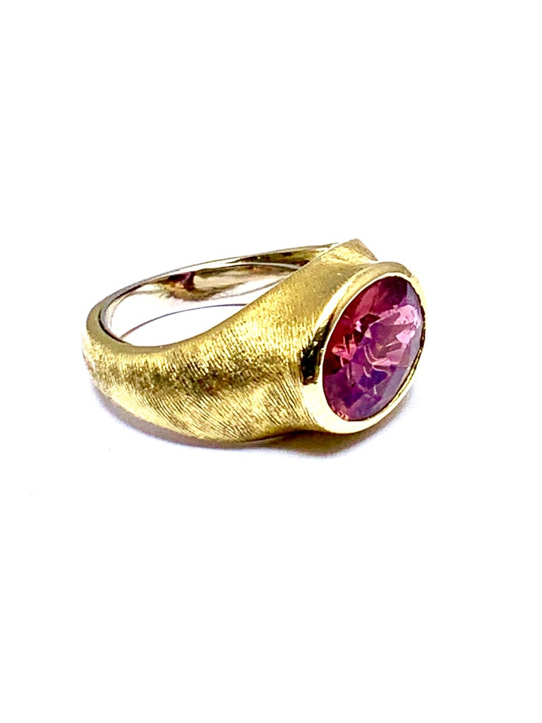 Oval Cut Burle Marx 3.57 Carat Faceted Oval Pink Tourmaline and 18 Karat Yellow Gold Ring For Sale