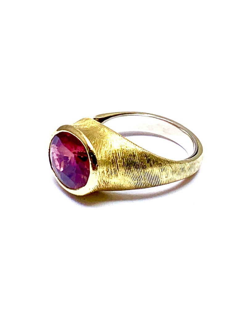 Burle Marx 3.57 Carat Faceted Oval Pink Tourmaline and 18 Karat Yellow Gold Ring In Excellent Condition For Sale In Washington, DC