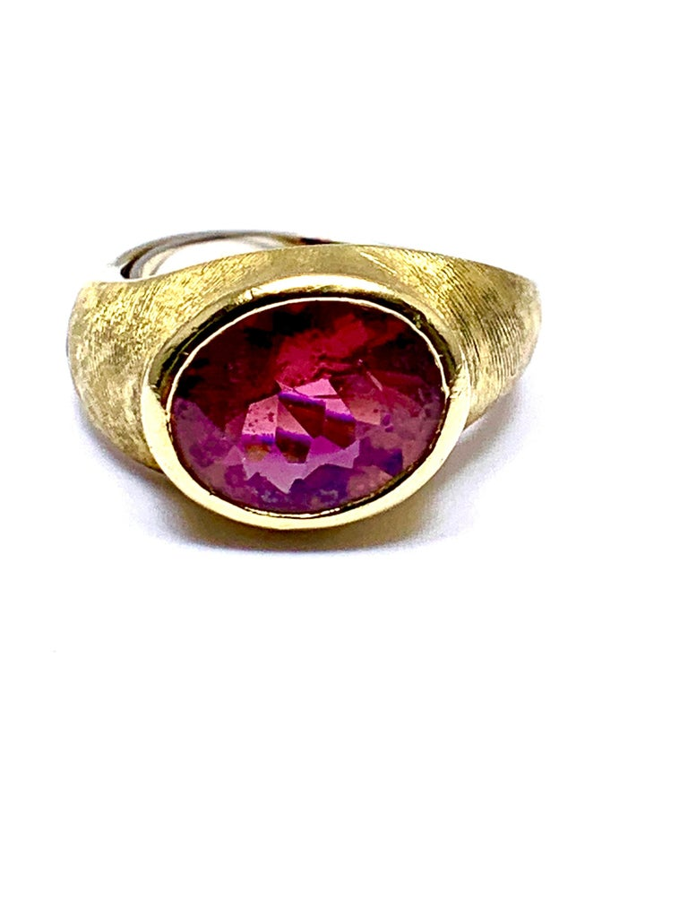 Burle Marx 3.57 Carat Faceted Oval Pink Tourmaline and 18 Karat Yellow Gold Ring For Sale 2