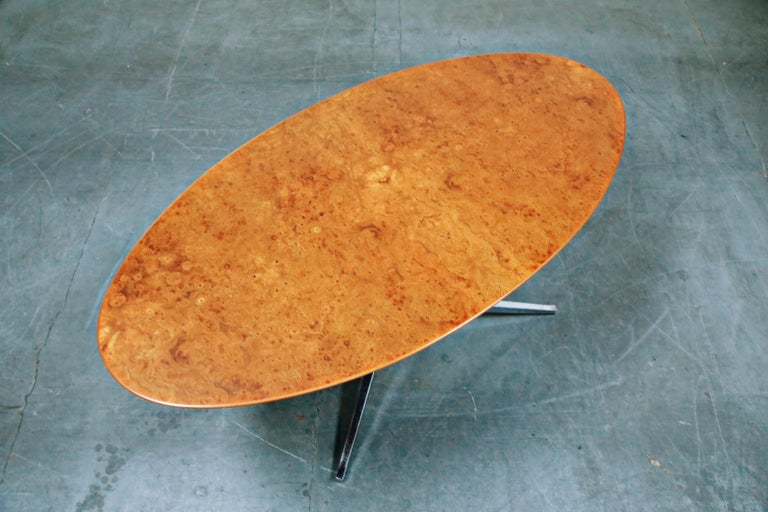 Burled Wood Dining Table by Florence Knoll for Knoll International 1976, Signed In Excellent Condition In Los Angeles, CA