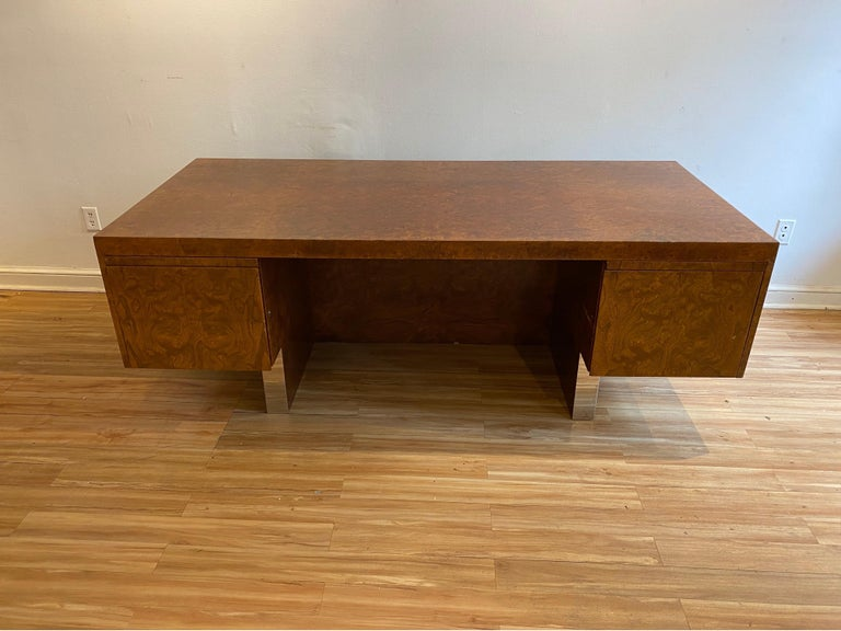 American Burl Wood and Polished Steel Desk by Leon Rosen for Pace Collection, circa 1970 For Sale