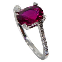 Burma Ruby 1.39 Carat and Diamond Ring, 18 Karat Gold, Heart Shaped Prongs