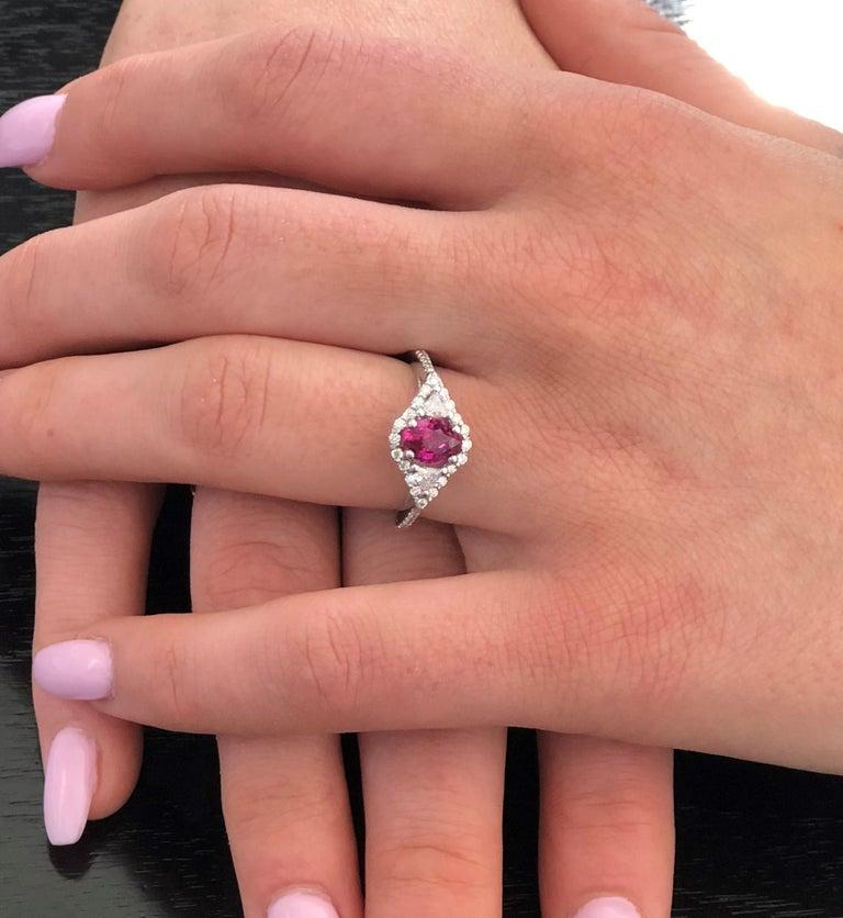 Contemporary Burma Ruby Diamond 18 Karat Gold Ring Weighing 2.07 Carat For Sale