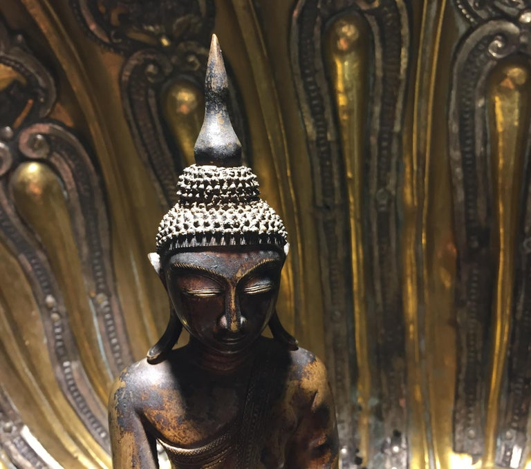 Burma Shan 18th Century Bronze Buddha Seated on a Three Tiers Base In Good Condition For Sale In Milan, IT