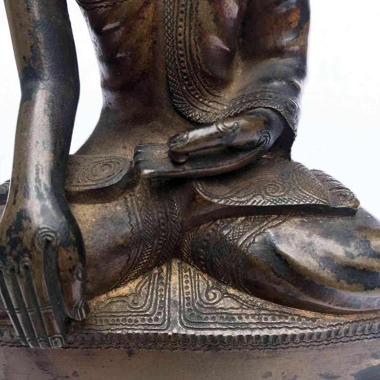 Burma Shan 18th Century Bronze Buddha Seated on a Three Tiers Base For Sale 1