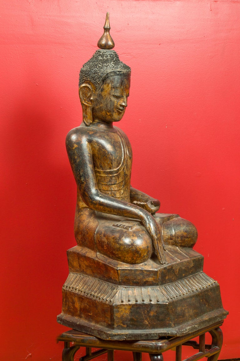 Burmese 17th Century Dry Lacquered and Gilt Buddha Calling the Earth to Witness For Sale 2