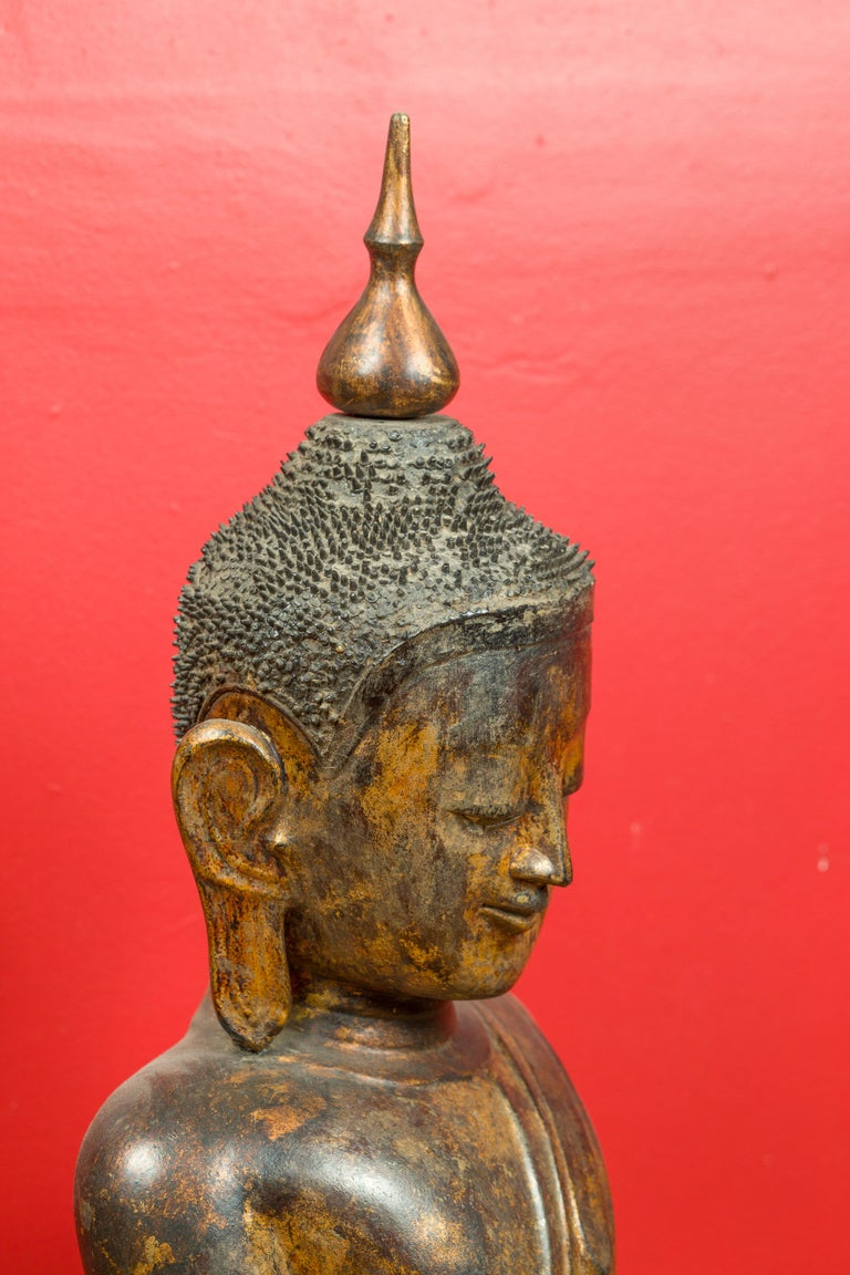 Burmese 17th Century Dry Lacquered and Gilt Buddha Calling the Earth to Witness For Sale 3