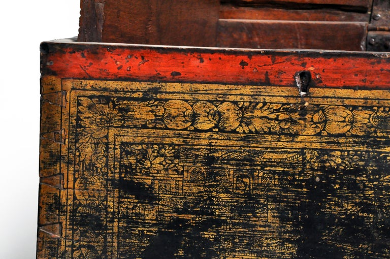 Burmese Manuscript Chest with Red Cinnabar Lacquer and Gold Leaf For Sale 12