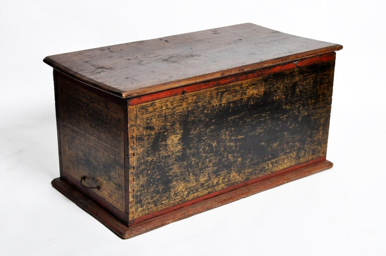 Burmese Manuscript Chest with Red Cinnabar Lacquer and Gold Leaf For Sale 14
