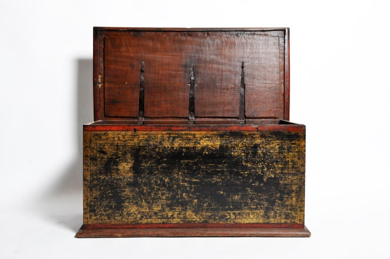 Burmese Manuscript Chest with Red Cinnabar Lacquer and Gold Leaf For Sale 2