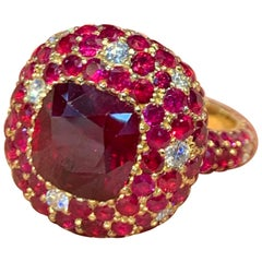 Burmese Ruby and Diamond Gold Ring