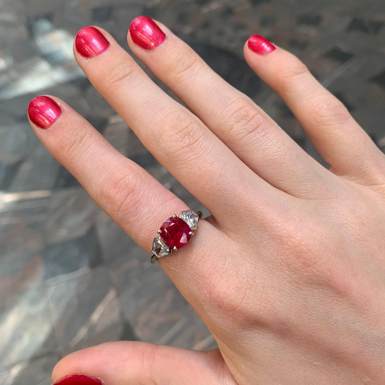Burmese Ruby and Diamond Three-Stone Engagement Ring Set in Platinum In Good Condition For Sale In London, GB