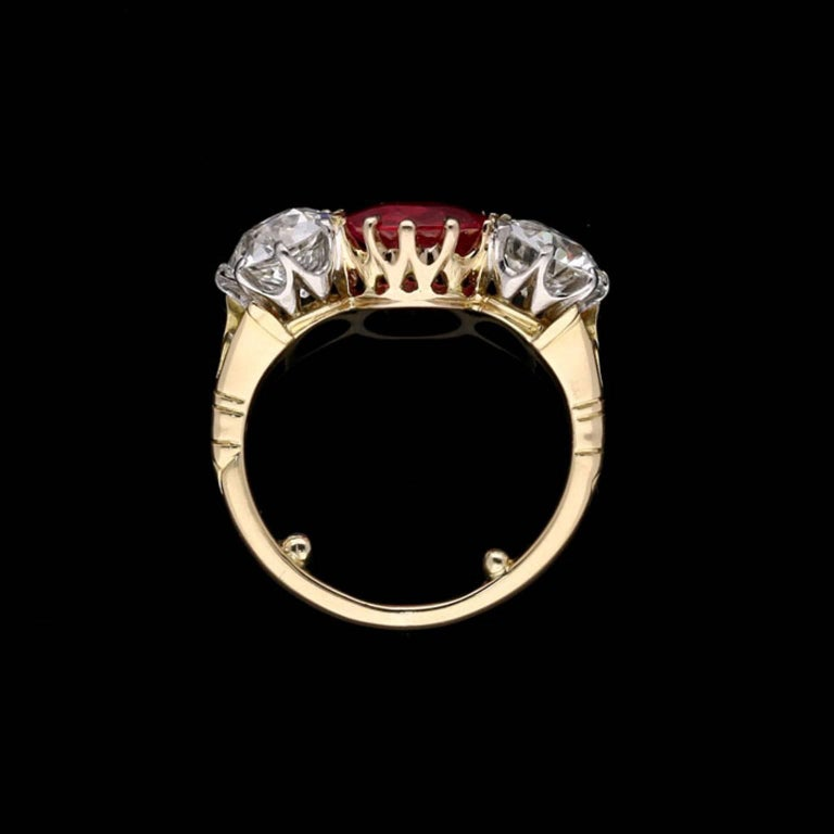Burmese Ruby and Old Cut Diamond Three-Stone Ring in Yellow Gold, circa 1950s In Good Condition For Sale In London, GB