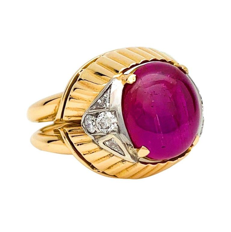 Women's or Men's Burmese Ruby Cabochon on a 1950s Cocktail Ring For Sale