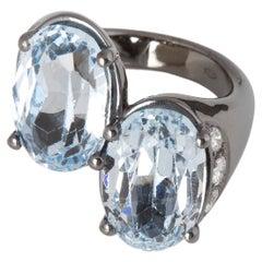 Burnished 18 Karat White Gold White Diamonds Blue Topaz Design Cocktail Ring