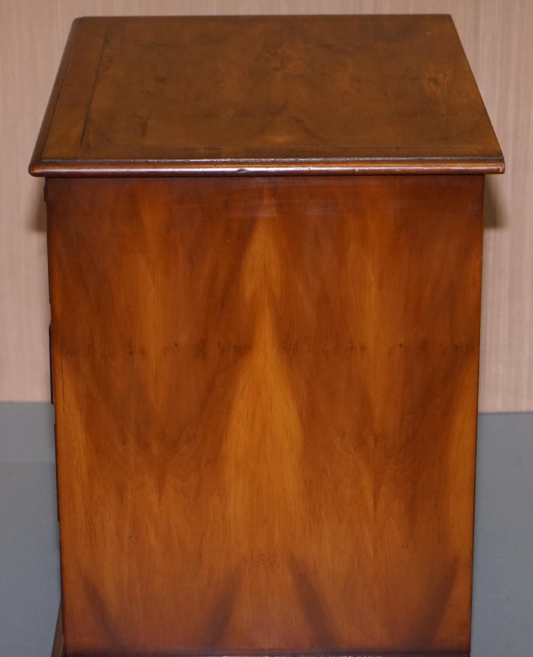 Burr Yew Wood Chest of Drawers Butlers Leather Serving Tray Large Side Table For Sale 5