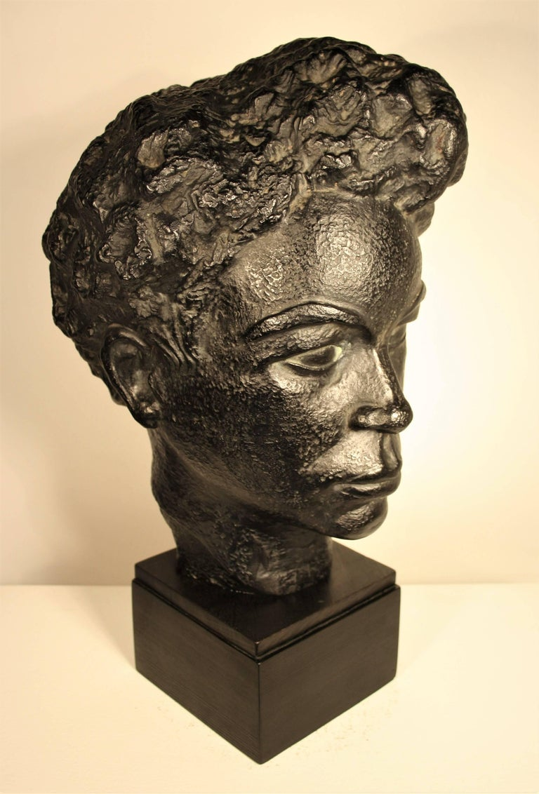 Bust of an African Woman by Marguerite Acarin In Good Condition For Sale In Belgium, BE