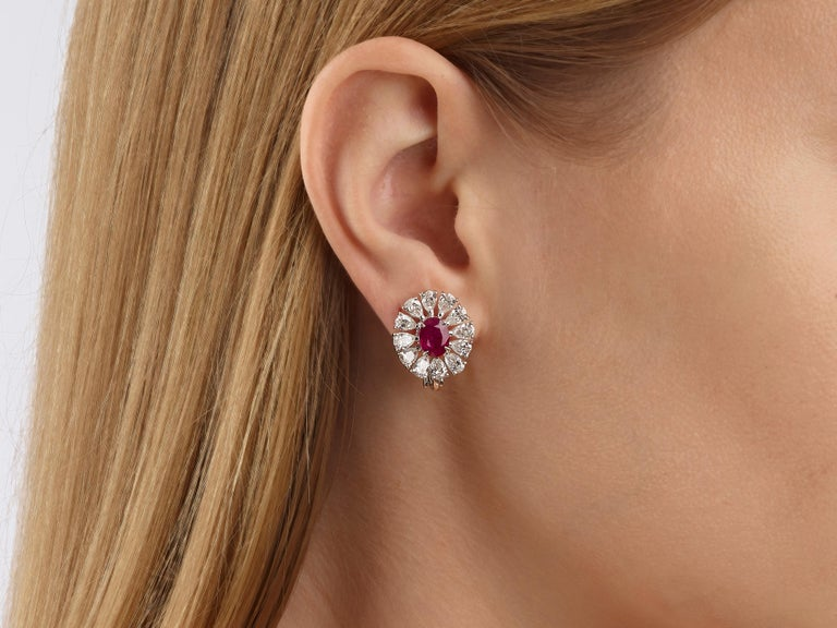 2.81 Carat Oval Ruby Pear-Shape Diamond 18 Karat White Gold Stud Earrings In New Condition For Sale In Hong Kong, Kowloon