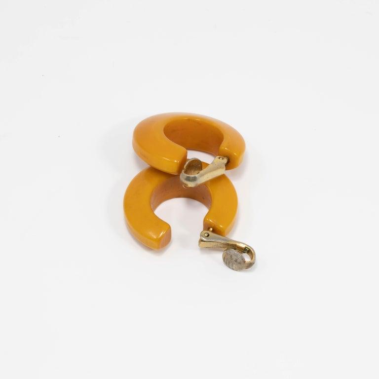 Women's Butterscotch Amber Yellow Bakelite Huggie Style Clip On Earrings, Early 1900s For Sale