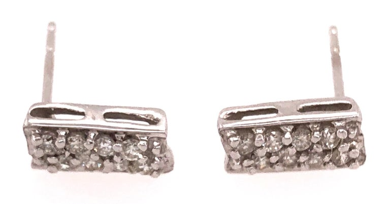 Button White Gold Earrings with 16 Diamonds For Sale 1