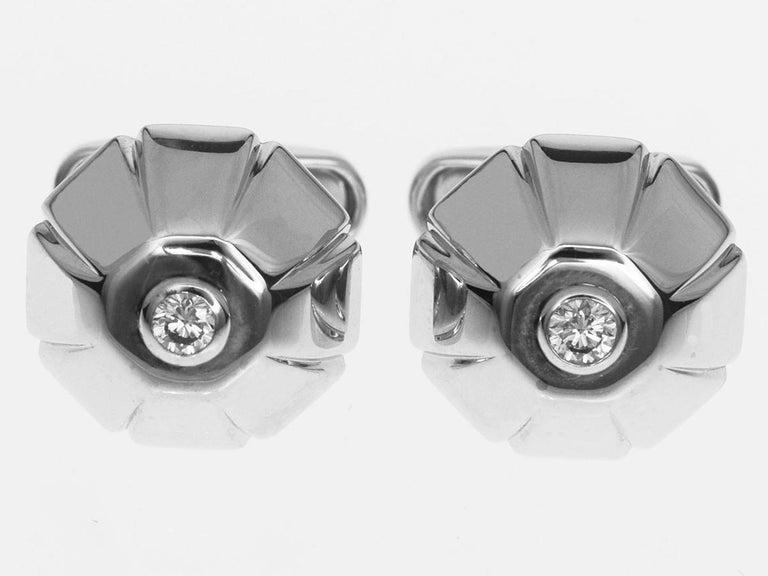 Brand:BVLGARI Name:Diamond Gold cufflinks Material :2P diamond, 750 K18 WG White Gold Comes with:Bvlgari Box, Case Length(inch):20.96mm / 0.82