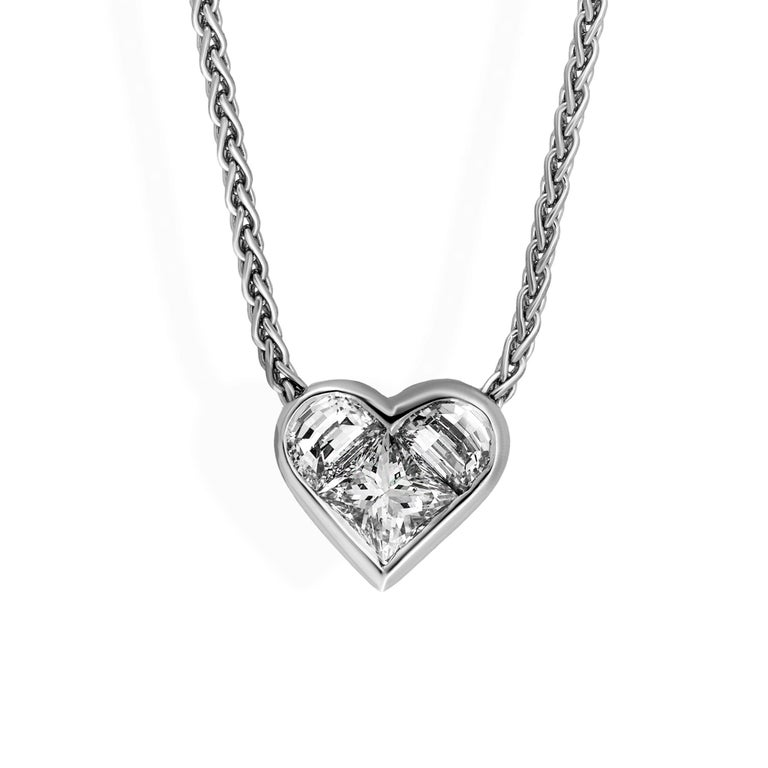Bvlgari 18 Karat White Gold Diamond Heart Necklace In Excellent Condition For Sale In New York, NY