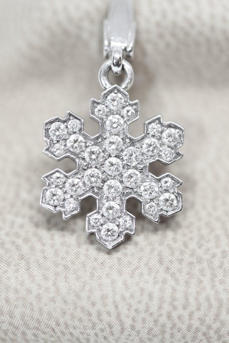 Bvlgari 18 Karat White Gold Snowflake Pendant Charm In Good Condition For Sale In Geneva, CH