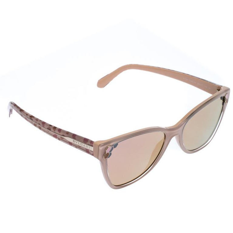 This pair of sunglasses from Bvlgari is in tune with the high-end, edgy style the brand is known for. The mirrored lenses come enclosed in cat-eye frames held by temples detailed with the label. The blush pink pair is finished with gold-tone