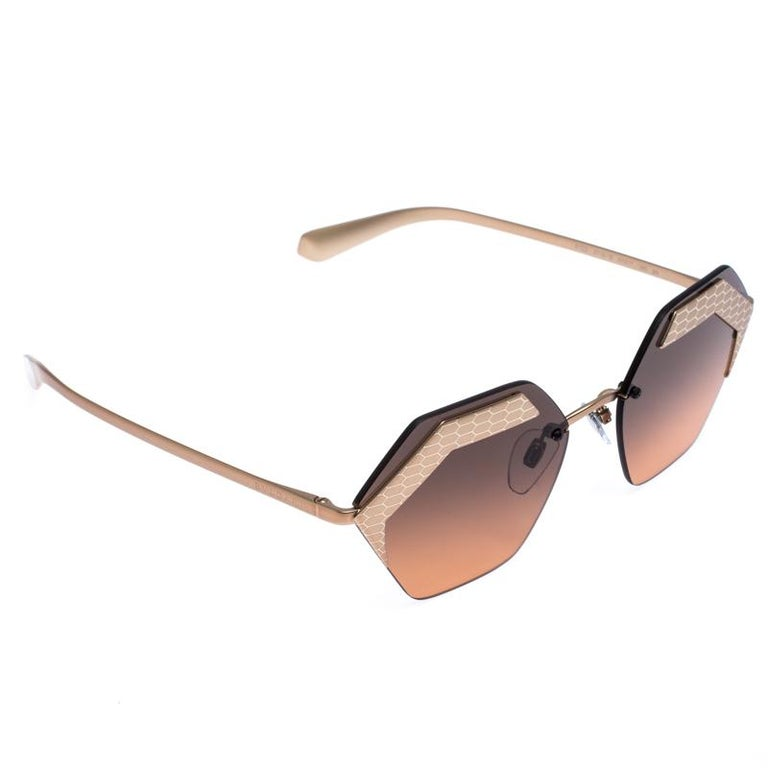 The stylish frames come from the house of Bvlgari and have been sculpted in acetate and metal to form a geometric shape and feature Serpenti accents on the front. They come with black gradient lenses and bronze-tone hardware. They are finished with