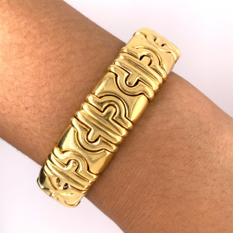 Bvlgari Classic Parentesi 18k Yellow Gold Bracelet In Good Condition For Sale In New York, NY
