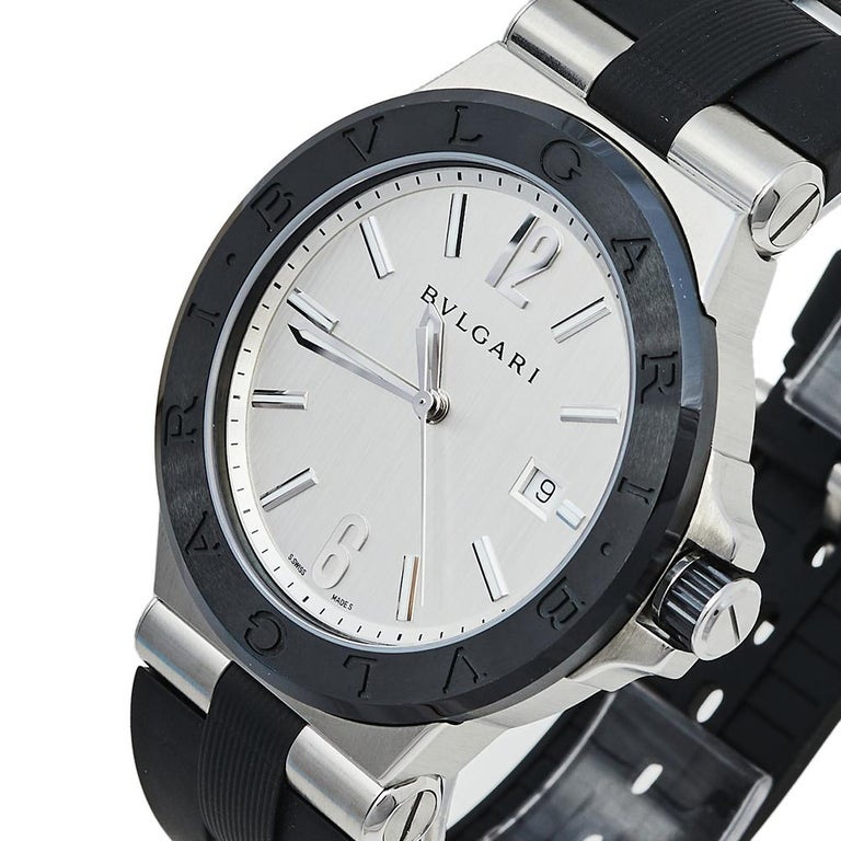 Here, we have the Diagono from Bvlgari which looks and feels luxurious. Swiss-made, it has a stainless steel case fitted with a ceramic bezel and immaculately designed just to conveniently assist you. It carries a scratch-resistant sapphire glass