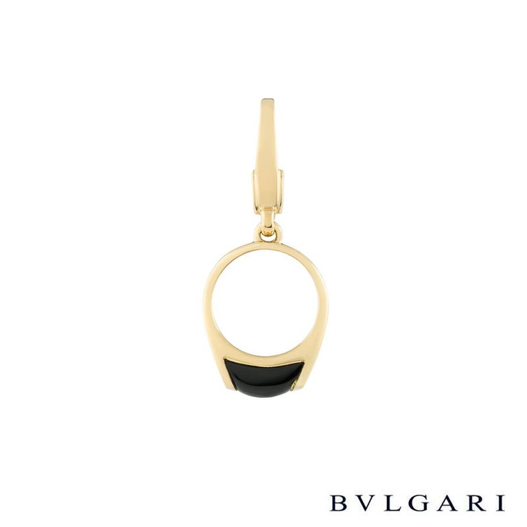 An elegant 18k white gold Bvlgari charm pendant. The pendant comprises of a ring motif with a onyx inlay in a tension setting. The pendant measures 3cm in length (including the bale) and 1.2cm in width. The charm has a gross weight of 2.90