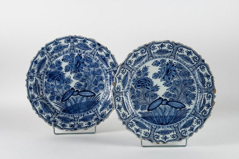 18th Century, Rare Pair of Faience Delft Round Dishes by Ax Porcelain Factory For Sale 7