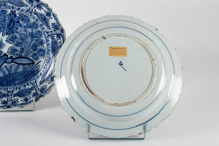 18th Century, Rare Pair of Faience Delft Round Dishes by Ax Porcelain Factory For Sale 3