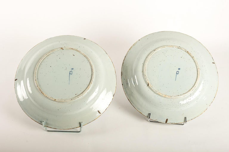 By Ax Porcelain Factory, Mid-18th Century, Pair of Faience Delft Round Dishes For Sale 7