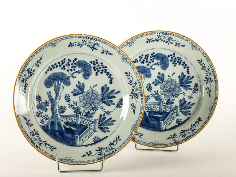 By Ax Porcelain Factory, Mid-18th Century, Pair of Faience Delft Round Dishes For Sale 8