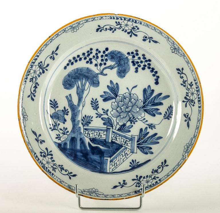 Dutch By Ax Porcelain Factory, Mid-18th Century, Pair of Faience Delft Round Dishes For Sale