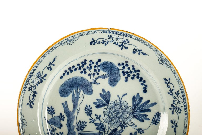 By Ax Porcelain Factory, Mid-18th Century, Pair of Faience Delft Round Dishes In Good Condition For Sale In Saint Ouen, FR