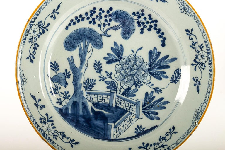 By Ax Porcelain Factory, Mid-18th Century, Pair of Faience Delft Round Dishes For Sale 1