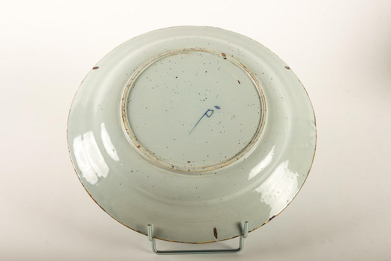 By Ax Porcelain Factory, Mid-18th Century, Pair of Faience Delft Round Dishes For Sale 5