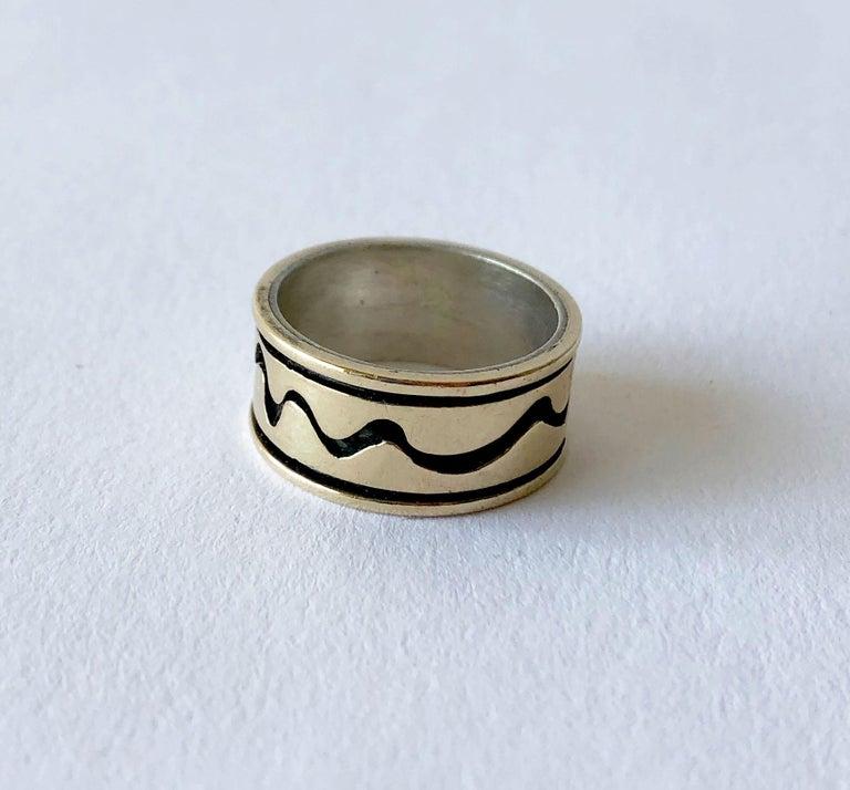 Modernist Byron Wilson American Modern Sterling 14 Karat Gold Squiggle Wedding Band Ring For Sale