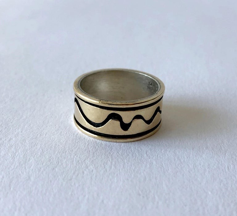 Byron Wilson American Modern Sterling 14 Karat Gold Squiggle Wedding Band Ring In Good Condition For Sale In Los Angeles, CA