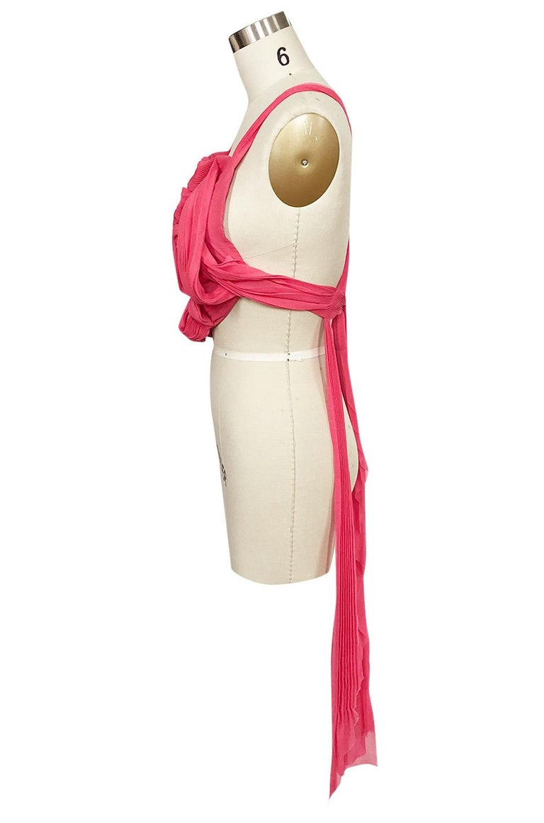 c. Spring 2005 Issey Miyake Vibrant Pink Backless Pleated Origami Flower Top In Excellent Condition For Sale In Rockwood, ON