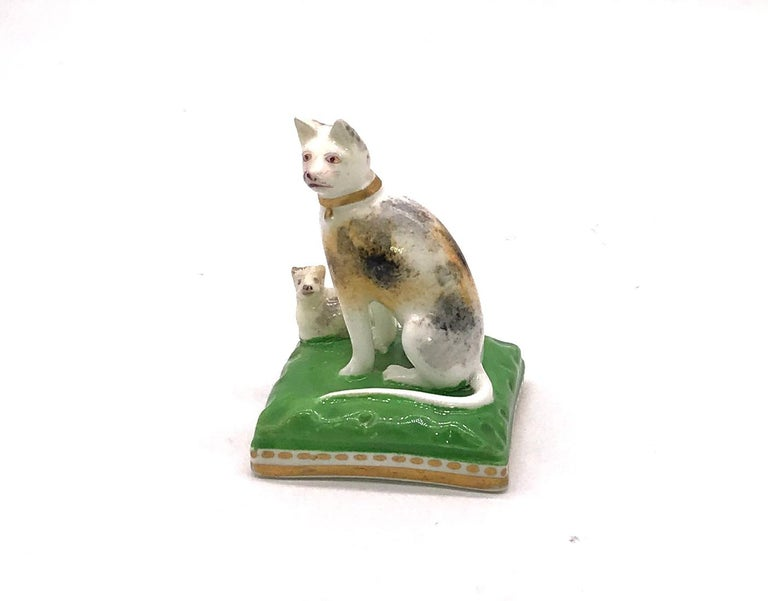 British Chamberlain Worcester Porcelain Cat and Her Kitten, circa 1810 For Sale