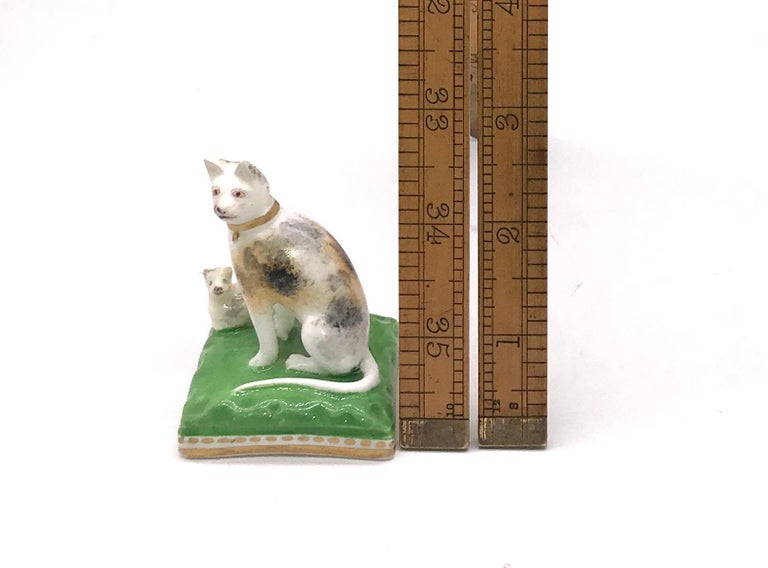 Chamberlain Worcester Porcelain Cat and Her Kitten, circa 1810 For Sale 1