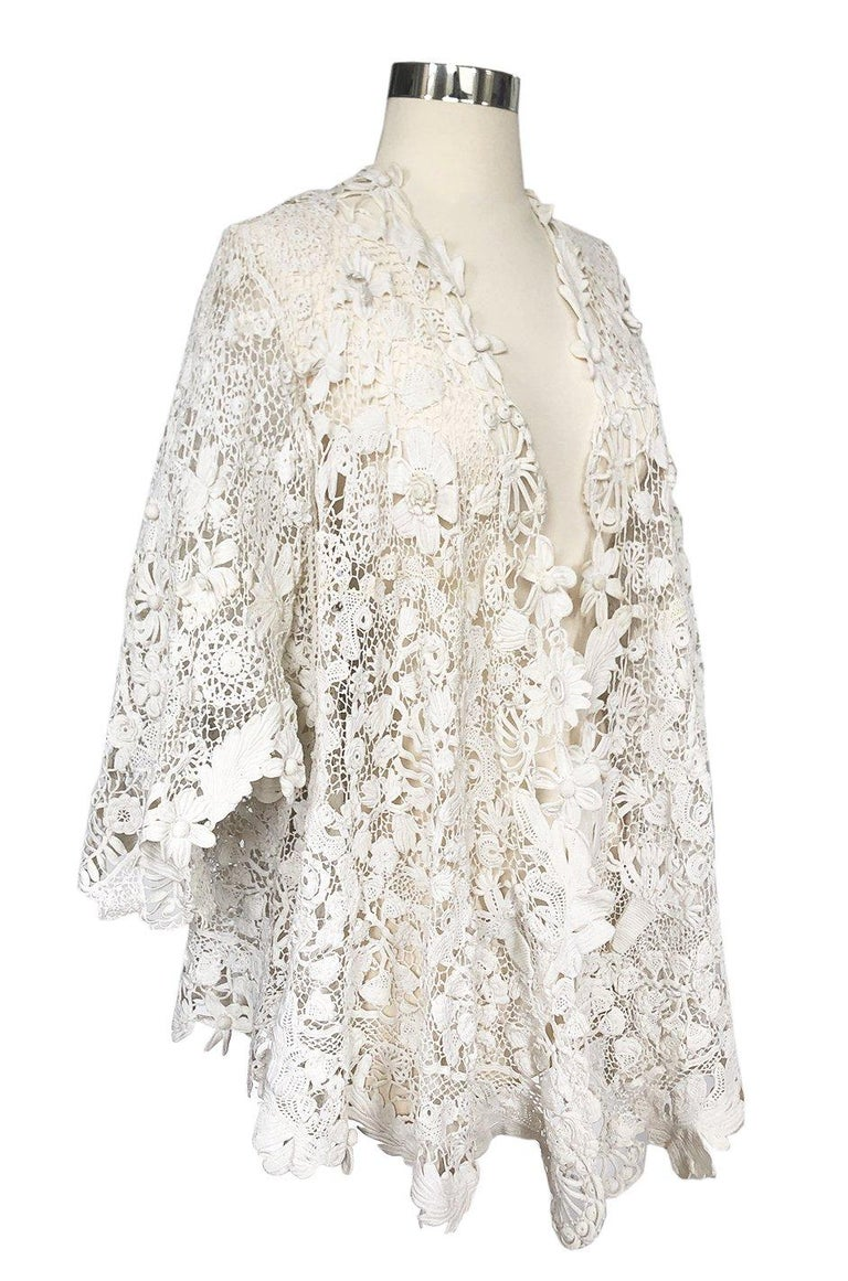 c.1900s Antique Handmade White 3D Floral Irish Crochet Lace Jacket In Good Condition For Sale In Rockwood, ON