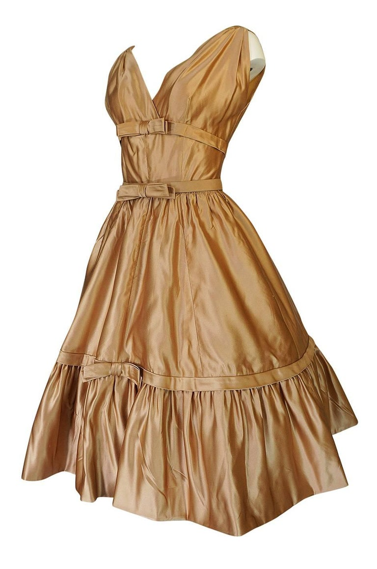 Christian Dior Demi-Couture Gold Bow Detailed Silk Dress, 1957 In Excellent Condition For Sale In Toronto, ON