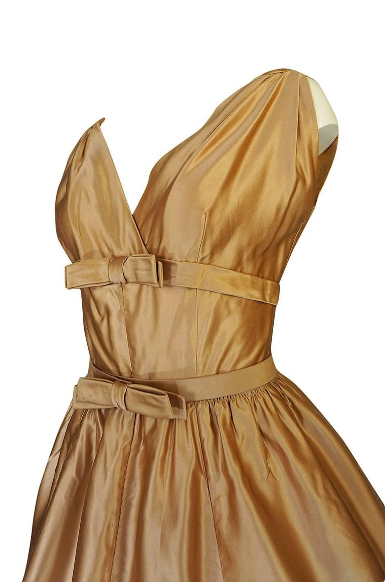 Christian Dior Demi-Couture Gold Bow Detailed Silk Dress, 1957 For Sale 3