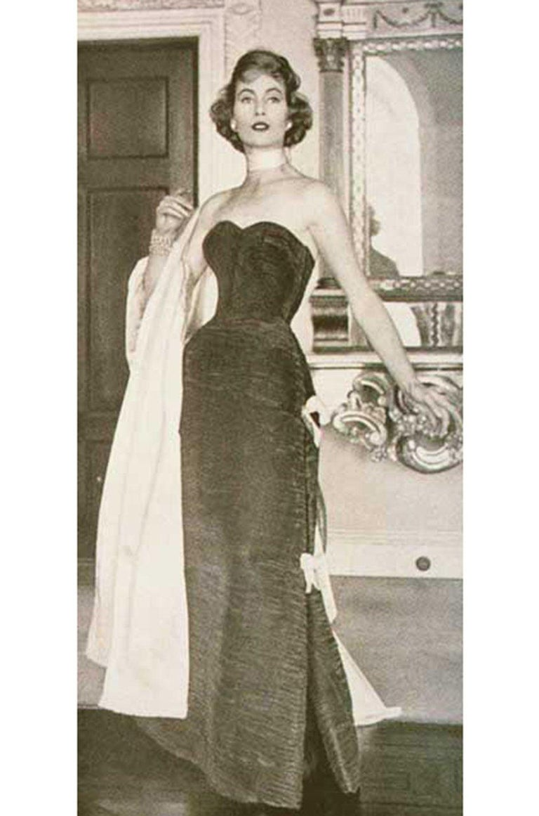 c.1965 Sybil Connolly Couture Bow Detailed Blue Pleated Irish Linen Dress For Sale 9